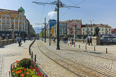SOFIA, BULGARIJE - APRIL 13, 2018: Panorama van Leeuw` s Brug over Vladaya-rivier, Sofia Royalty-vrije Stock Afbeeldingen