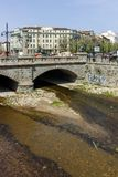 SOFIA, BULGARIJE - APRIL 13, 2018: Panorama van Leeuw` s Brug over Vladaya-rivier, Sofia Royalty-vrije Stock Foto