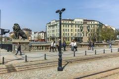 SOFIA, BULGARIJE - APRIL 13, 2018: Panorama van Leeuw` s Brug over Vladaya-rivier, Sofia Stock Fotografie