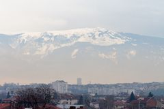 Sofia, Bulgarije, 02 Februari 2018 - Smog over de stad Stock Foto's