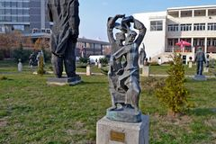 Sofia/Bulgarije - November 2017: Standbeeld in het museum van socialistische kunst die de volksdans Rachenitsa afschilderen royalty-vrije stock foto