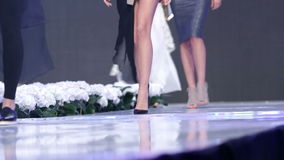 Sofia Fashion Week-Modelle nur Fahrwerkbeine stock video footage