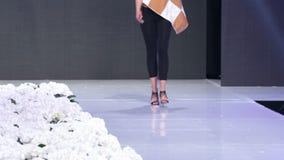 Sofia Fashion Week nur Fahrwerkbeine stock footage