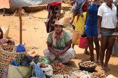 Malagasy peoples on big colorful rural Madagascar marketplace Stock Photography