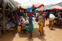 Malagasy peoples on big colorful rural Madagascar marketplace Royalty Free Stock Photos
