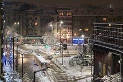 Sofia, neige d'hiver de tram de place de Vazrajdane Photographie stock libre de droits