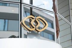 Sofitel-Logo auf Fassade stockfotos