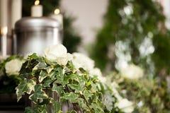Sofrimento - funeral e cemitério da urna Foto de Stock