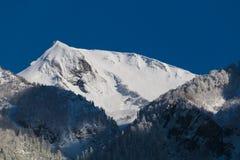 sofrudzhu горы дня caucasus dombay солнечное ландшафт зимы, Сочи, Россия Стоковые Фотографии RF