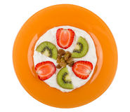 Soft cottage cheese with slices of kiwi, strawberry and raisin Royalty Free Stock Photos