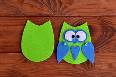 Soft felt toy pattern. Children sewing tutorial. Needlecraft sewing felt pattern. Felt body of fabric owl. Stitched details. Step Stock Photo