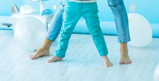 Soft focus of the foot of the son and mother on the light floor are widely arranged, the concept of a happy family royalty free stock photos