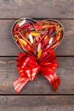 Softbaits de la pesca en la caja de regalo para el día de tarjetas del día de San Valentín Imagen de archivo