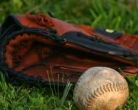 Softball e guanto Fotografie Stock