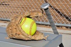 Softball giallo, blocco e guanto Fotografia Stock Libera da Diritti