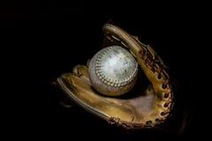 Softball i rękawiczka w Sepiowym zdjęcia royalty free