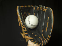 Softball mitenka Z Białym softballem Zdjęcia Stock