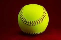 Softball na czerwonym tle Zdjęcia Royalty Free