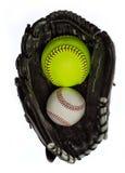 Softball och baseball i en handske Royaltyfria Bilder