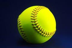 Softball på en blå bakgrund Royaltyfri Fotografi