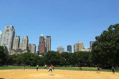 Softball teams playing at Heckscher Ballfields in Central Park Stock Images