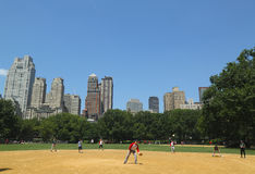 Softball teams playing at Heckscher Ballfields in Central Park Stock Photography