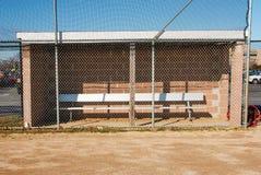 Softballdugout bij een middelbare school Stock Foto's