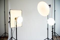 4 softboxes getrennt auf weißem Hintergrund Stockfotos