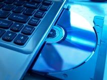 Software di caricamento in un computer portatile Immagine Stock