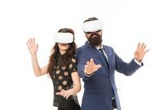 Software moderno per l'affare Immagini appena Tecnologia moderna del mezzo di affari I colleghi delle coppie indossano il hmd per immagini stock libere da diritti