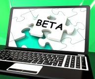 Software o desarrollo de Internet de Beta Laptop Shows Online Demo ilustración del vector