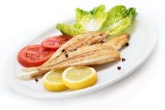 Sogliola e verdure di cuneo arrostita Solo pesce spagnolo Fotografia Stock