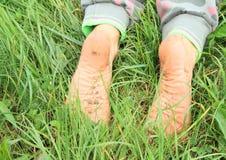 Sogliole sporche dei piedi nudi Immagine Stock