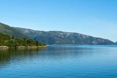 Sognefjorden nära Brekke Royaltyfria Bilder