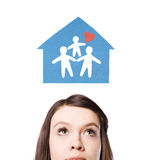 Sogni di una famiglia felice, una nuova casa. Fotografia Stock