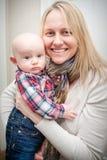 Sohn und Mutter stockbilder