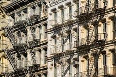 Soho byggnadsfasader och brandflykter, New York City Royaltyfria Bilder