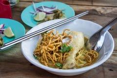 Soi au curry de Khao de soupe de nouilles avec le poulet photographie stock libre de droits