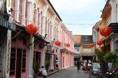 Soi Romanee en la ciudad de Phuket Fotos de archivo libres de regalías