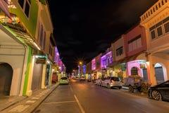 Soi Rommanee街道 有老大厦的普吉岛老镇在中葡萄牙样式是普吉岛的一个非常著名旅游目的地 库存图片