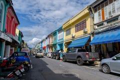 Soi Rommanee gata Phuket är den gamla staden med gamla byggnader i kinesisk-portugisisk stil en mycket berömd turist- destination Royaltyfri Fotografi