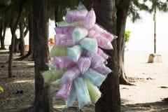 Soie colorée de sucrerie ou de fée de coton ou soie de sucrerie dans le sachet en plastique Photographie stock