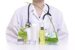 Soignez le produit naturel de cosmétiques de beauté de recherches par les ingrédients de fines herbes, plan rapproché photos libres de droits