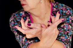 Soin des ongles du ` s de femmes images libres de droits
