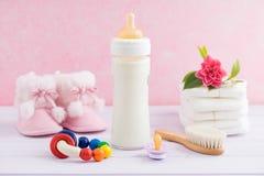 Soin et alimentation de bébé Photos stock