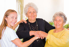Soins à la maison pluss âgé Photo stock