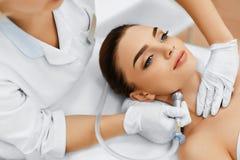 Soins de la peau de visage Diamond Microdermabrasion Peeling Treatment, Bea image stock