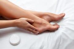 Soins de la peau des pieds images stock
