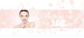 Soins de la peau naturels de station thermale de maquillage de belle fille de femme photos libres de droits