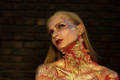 Soins de la peau de visage de femmes Visage de femmes de portrait dans votre advertisnent Partie de Halloween, vacances célébrati Image stock